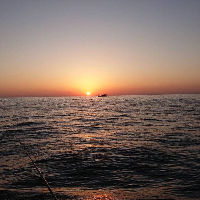 船釣りに行った旦那の珍しい風景画像と獲物の穴子天ぷら#船釣り#朝日#船酔い#カレイ釣り#穴子#穴子天ぷら#会津山塩