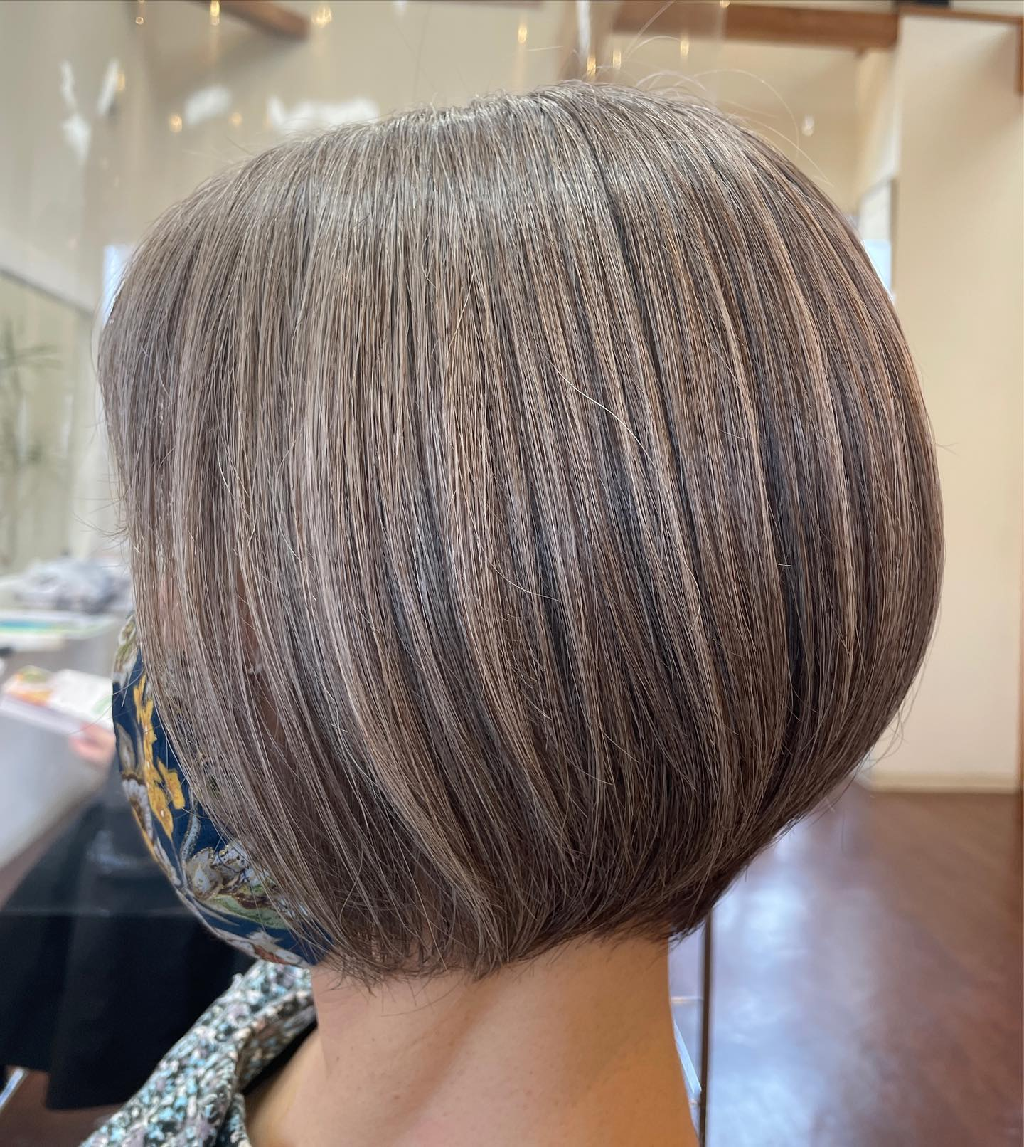 本日のお客様︎∗*゚グレーヘアをクリスタルなフォギーベージュでハイライト感を潰さずにカラー(⁎⁍̴̛ᴗ⁍̴̛⁎)肌に馴染む髪色で美人髪の出来上がりです( ︎ᴗ︎ )